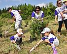 TELUS volunteers plant trees for the annual TELUS Days of Giving, an opportunity for employees, friends and family to participate in charitable and community activities.