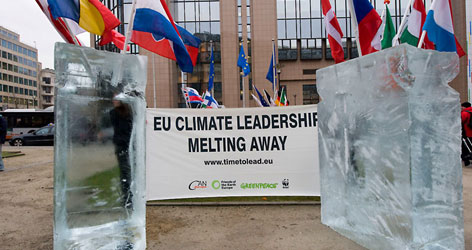 Environmental coalition drops 6 massive ice blocks in front of Berlaymont / ©: Bruno Arnold / WWF-Canon